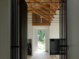 M-HOUSE トロピカルスタイルの 玄関&廊下&階段 の 3*D空間創考舎一級建築士事務所 トロピカル