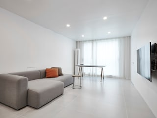 Minimalist living room by 9cm Minimalist