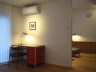 寝室からリビング モダンスタイルの寝室 の FURUKAWA DESIGN OFFICE モダン
