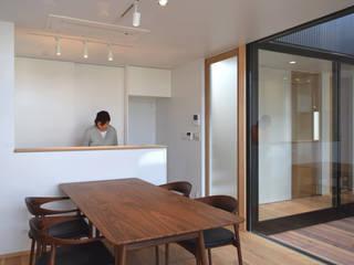ダイニング・キッチンと光庭 モダンデザインの ダイニング の FURUKAWA DESIGN OFFICE モダン