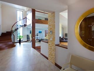 Коридор, прихожая и лестница в модерн стиле от tomasz czajkowski pracownia Модерн