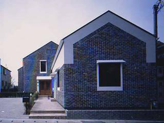 Casas de estilo escandinavo de 有限会社 起廣プラン 一級建築士事務所 Escandinavo