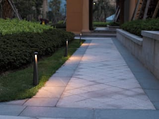 Modern Garden by Rossini Illuminazione Modern