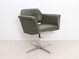 Fauteuil en cuir vert - Joseph-André MOTTE:  de style  par DESIGN MARKET