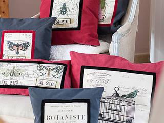 http://www.alittlemarket.com/textiles-et-tapis/fr_coussin_rectangulaire_en_coton_veloute_gris_souris_et_lin_maison_caumont_a_motifs_insectes_-9744101.html:  de style  par Lin Dentelle