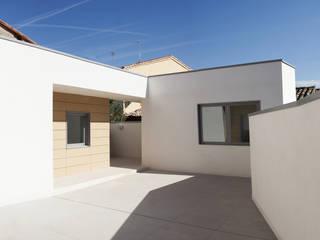 Vivienda unfamilir en Tormantos: Casas de estilo  de Javier Lafita