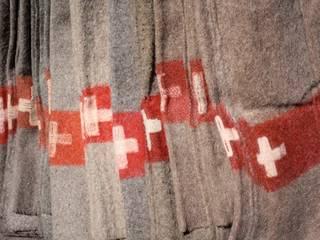 Couvertures l'armee Suisse, 100% laine, faites mains, Des origineaux avec l'annee de fabrication et les initiales du createur! taille: 200x150 cm par The Desalpes Company Éclectique