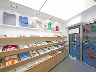 SHOP IN FIRENZE - 2012|+59.00: Negozi & Locali commerciali in stile  di Cacciamani Diego Architetto