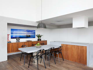 minimalistic Kitchen by Meireles Pavan arquitetura