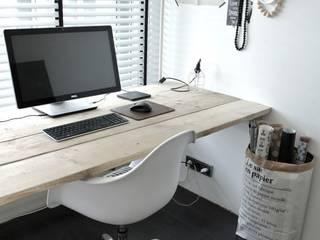Oficinas y tiendas de estilo  por 99chairs