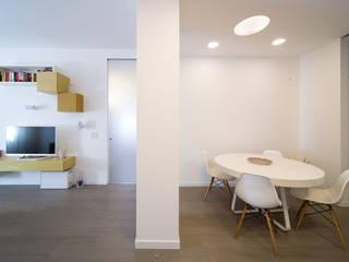 Minimalistische Wohnzimmer von ristrutturami Minimalistisch