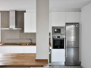 Cocina abierta de una Casa Cube de 150 metros cuadrados en L Cocinas de estilo moderno de Casas Cube Moderno