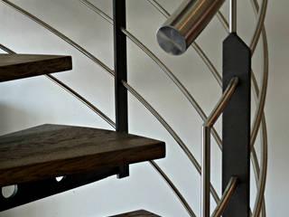 Treppenhandlauf und Geländer aus Stahl.: moderne Wohnzimmer von SMG-Treppen
