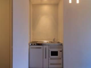 Minimalist kitchen by ristrutturami Minimalist