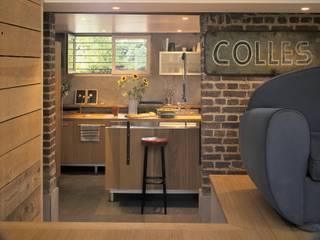 Modern kitchen by SARL BOURILLET ET ASSOCIES Modern