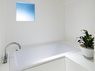 Eclectic style bathroom by 松島潤平建築設計事務所 / JP architects Eclectic