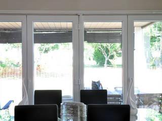 Comedor con ventanal de una Casa Cube de 100 metros cuadrados Comedores de estilo moderno de Casas Cube Moderno