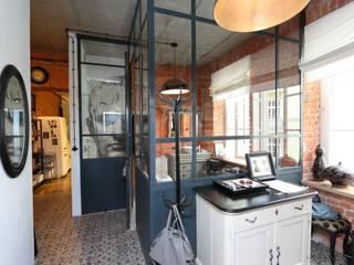Loft- kamienica ul.Jagiellońska Warszawa 100 m2 livinghome wnętrza Katarzyna Sybilska Industrialny korytarz, przedpokój i schody