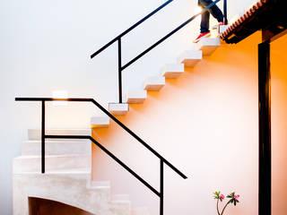 Casa GC55 Pasillos, vestíbulos y escaleras eclécticos de Taller Estilo Arquitectura Ecléctico
