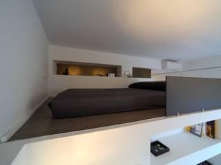 Minimalist bedroom by ristrutturami Minimalist