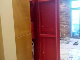 Встроенный шкаф: Прихожая, коридор и лестницы в . Автор – Мебельная компания FunEra. Изготовление мебели из фанеры на заказ. http://www.fun-era.ru