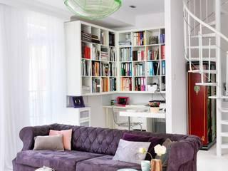 białe mieszkanie dwupoziomowe Warszawa livinghome wnętrza Katarzyna Sybilska Nowoczesny salon