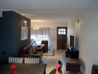 Modern living room by Uno Propiedades Modern