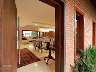 A força de um estilo.: Casas  por PAULO DELMONDES ARQUITETURA,