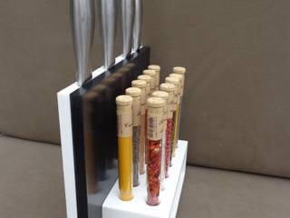 Combiné Range Couteaux et orgue à épices 12 saveurs:  de style  par Upcycling France