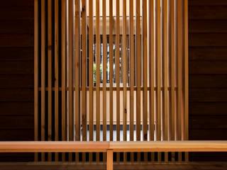 森の舟屋  自然に逆らわない「素」の住まい: 株式会社 けやき建築設計・欅組が手掛けたクラシックです。,クラシック