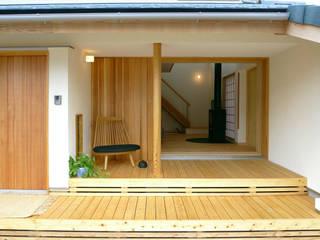 横に広がる伸びやかな家: FAD建築事務所が手掛けた家です。
