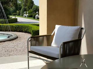 Scorcio sul giardino: Terrazza in stile  di Odue Modena - Concept Store