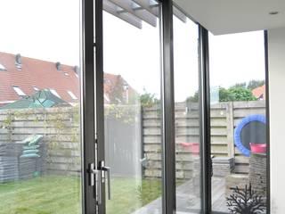 Moderne uitbreiding woning Spanbroek:  Serre door Nico Dekker Ontwerp & Bouwkunde