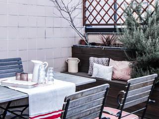 terrazza piano superattico - dehor: Terrazza in stile  di Studio Magno Design