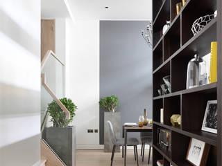 Roman House Pasillos, vestíbulos y escaleras modernos de The Manser Practice Architects + Designers Moderno