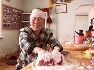 De vilten sloffen worden van schapenwol gemaakt in Mongolië, handgemaakt! van esgii Landelijk