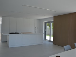 Kitchen by Alicante Arquitectura y Urbanismo SLP,