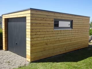 Naturhouse Garage: modern  von Naturmont,Modern