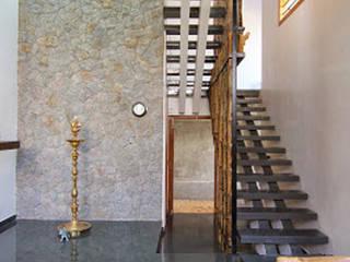 Shanthi Priya Residence at Uthandi, Chennai :  Corridor & hallway by Muraliarchitects