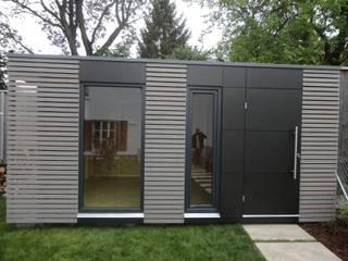 Naturhouse Gartenhaus Moderne Garagen & Schuppen von Naturmont Modern