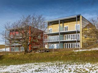 Hiên, sân thượng phong cách hiện đại bởi Swissrenova AG Hiện đại