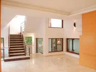 Puertas y ventanas modernas de Muraliarchitects Moderno