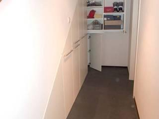 Apothekerauzüge unter der Kellertreppe Moderner Flur, Diele & Treppenhaus von PYRA-Designmoebel.de Modern