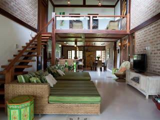 Residência Outeiro: Salas de estar  por Cria Arquitetura,