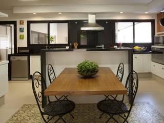 Residência Vale do Itamaracá: Cozinhas  por Cria Arquitetura