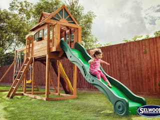 Customer Climbing Frames: modern  by Climbing Frames UK, Modern