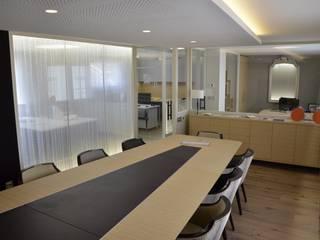 Salle de réunion: Bureau de style  par ES'KIS