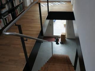 Modern Corridor, Hallway and Staircase by Blindow möbel+raum Modern