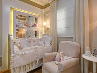 嬰兒房/兒童房 by Fernanda Marchette Arquitetura, 古典風