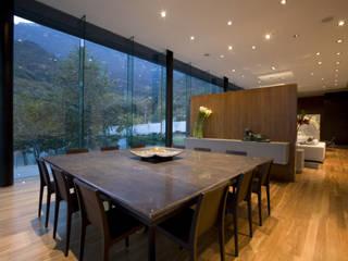 ห้องทานข้าว โดย GLR Arquitectos, โมเดิร์น